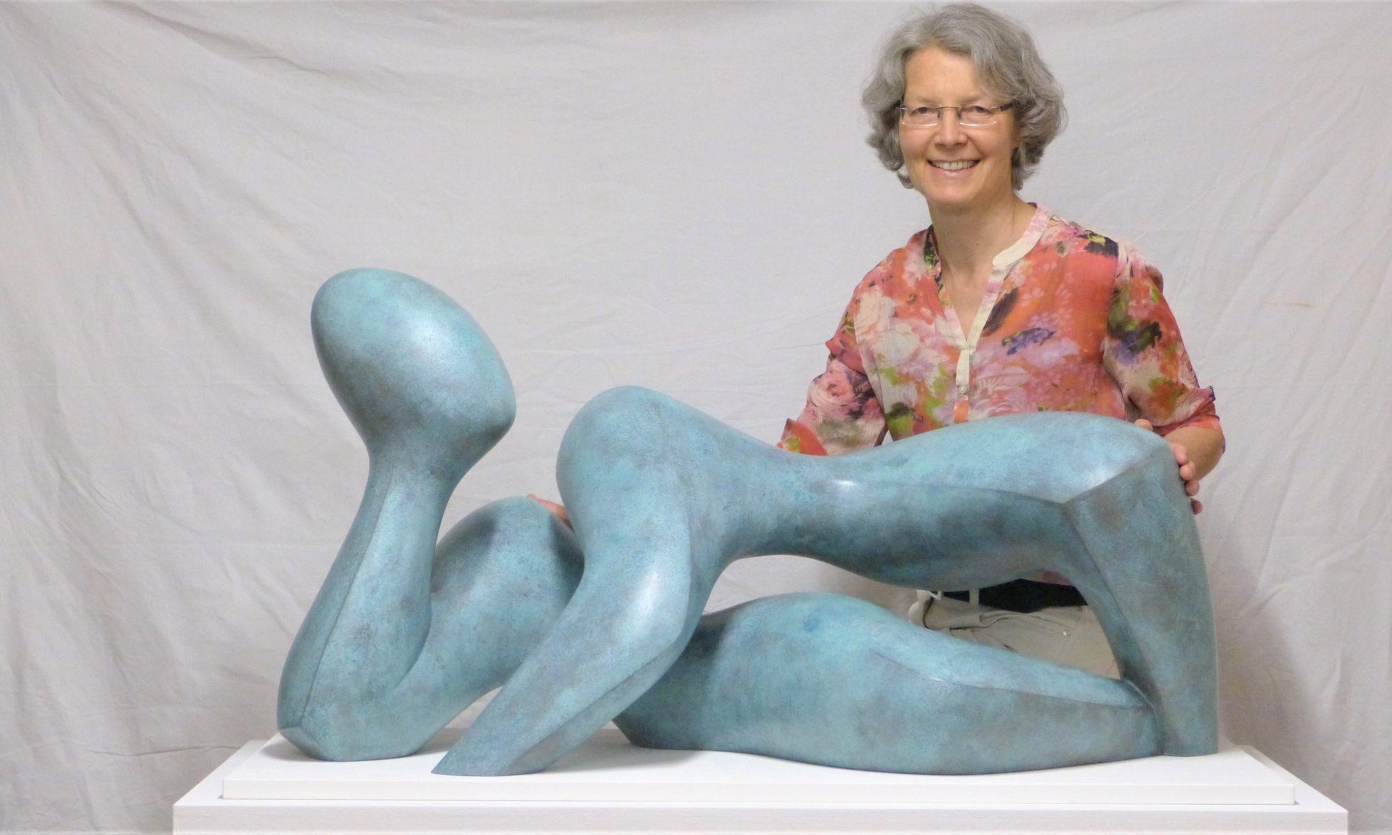 "lebensgroße Skulptur ""Im Einklang"""